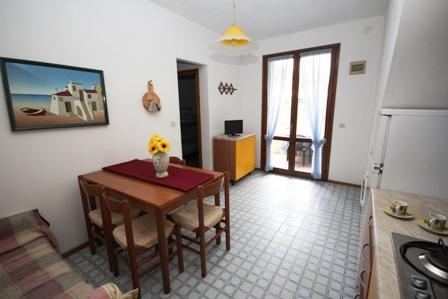 Appartameti composti da soggiorno con angolo cottura ...